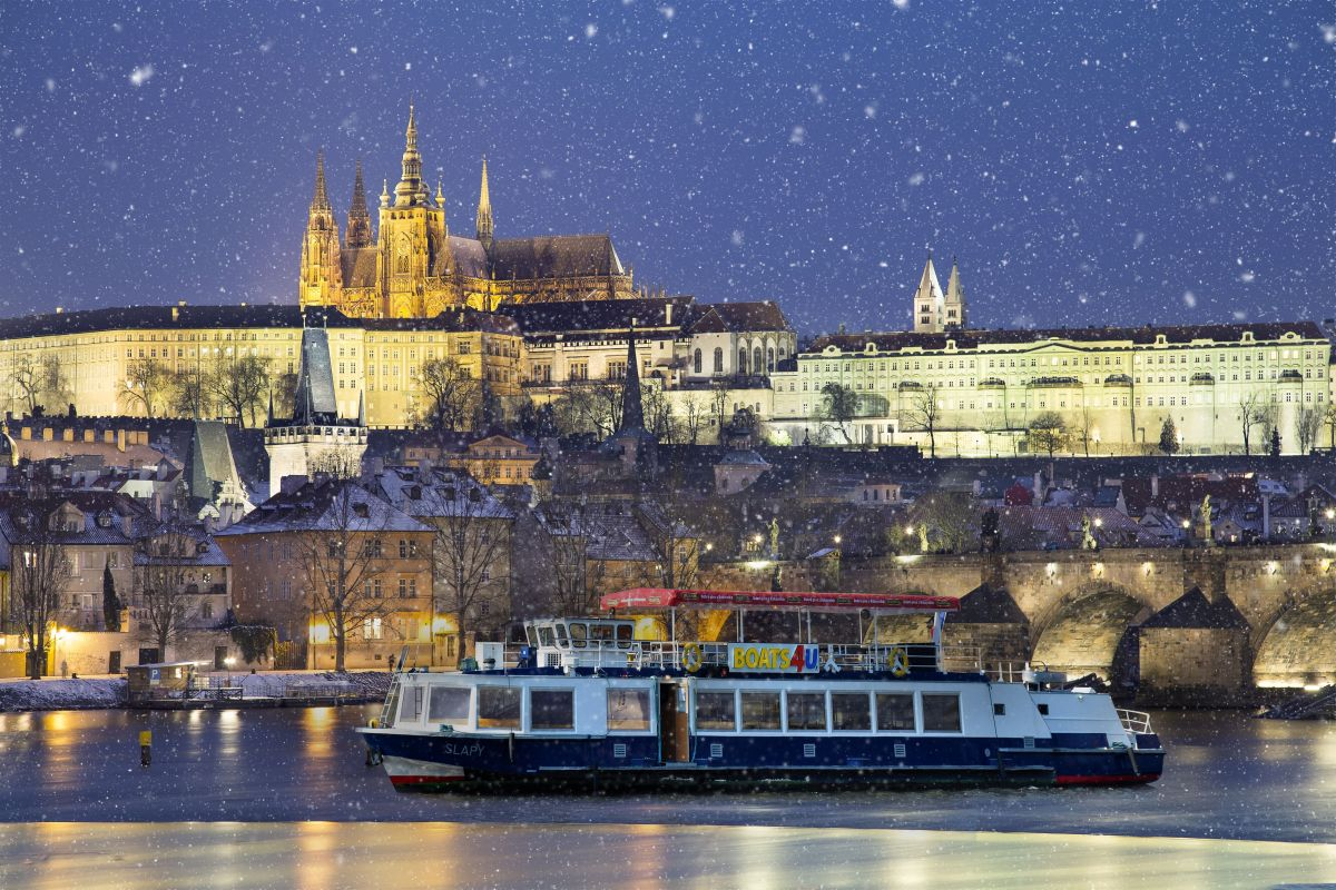 Corporate Christmas party on a boat in Prague from 3.500,- per hour of cruise.