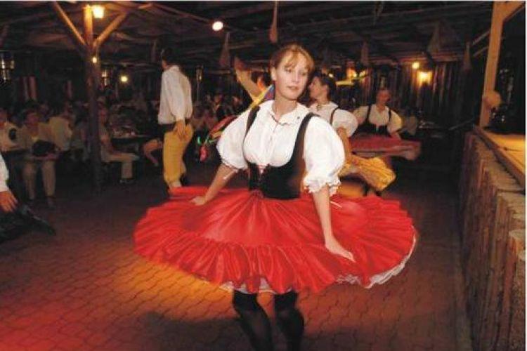 Folklór Garden – Cena folclórica