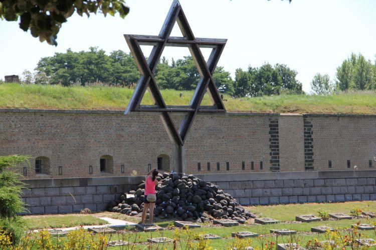 Hřbitov, památník Terezín