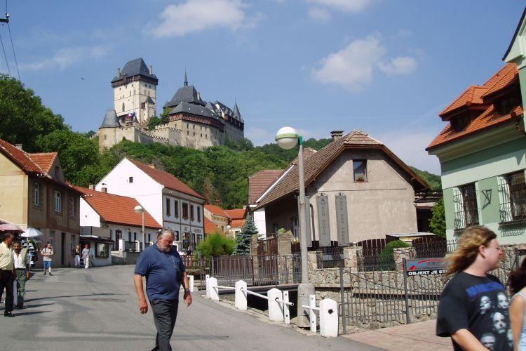 Procházka pro hradem Karlštejn