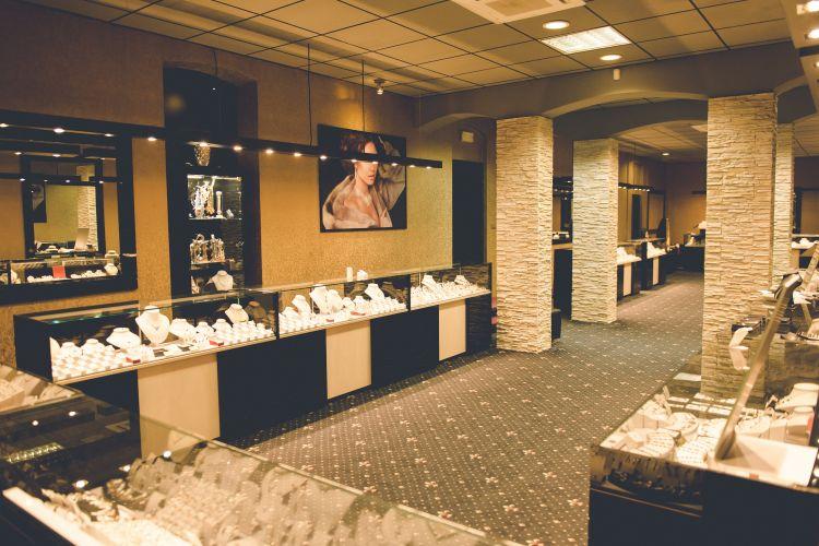 Prague Garnet Centre shop