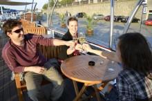 Večerní plavba s večeří s přáteli