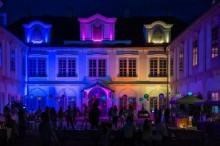 Además del castillo barroco, el complejo del castillo también incluye un hotel de 4 *, 2 restaurantes, quiosco de refrescos y servicio de catering para hasta 400 personas
