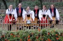 Folklórní tanečníky