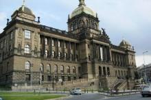 Pohled na Národní muzeum ze strany