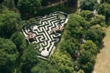Тис лабиринт в замке Лоучен